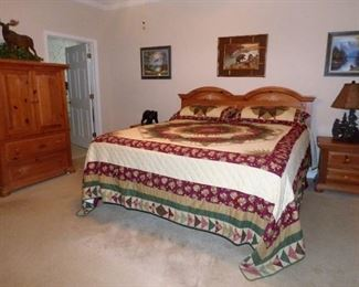 Pine Broyhill King Bedroom Suite with adjustable base mattress