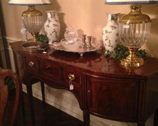 Exceptional Hepplewhite style inlaid sideboard and matching vases and lamps