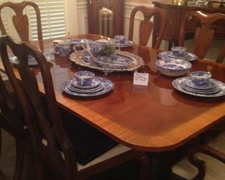 Lovely dining table with 6 chairs, leaf, and table pads