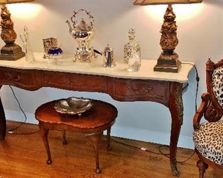 Louis XV-Style Marble-Top Console Table w/ a Pair of Late-19th. C. Eastlake Inlaid Side Chairs