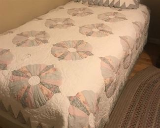 nice bedding for twins/full sizes plus sheets