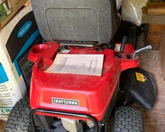 Riding lawnmower like new