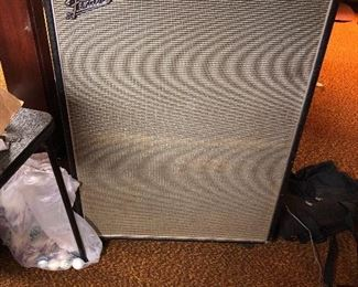 Fender speaker cabinet with two speakers