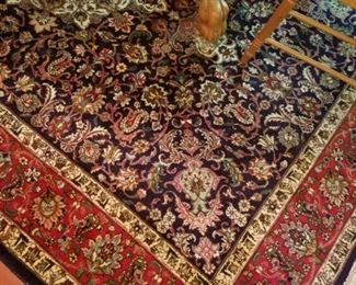 This is a hand knotted fine Serapi Irainian rug