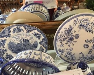 Spode, Johnson Bros, large blue and white collection. Some merely decorative; some valuable.