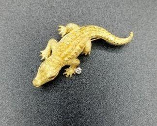 18K gold alligator pin