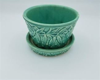 McCoy pottery - small planter (about 1/2 quart)