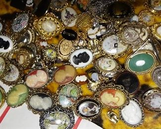 1000S PIECES JEWELRY