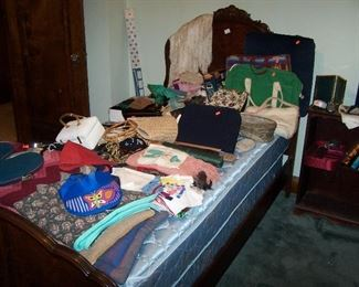 ONE OF A PAIR OF FLAME-GRAIN TWIN BEDS, BEDDING, PURSES & MISC.