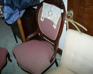 VICTORIAN LADIES' CHAIR