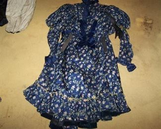 FLOWERED VICTORIAN DRESS