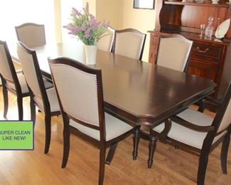 Dining Room Table with 8 Chairs – Like New