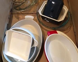 ceramic kitchenware, baking dishes, pie pan, ramekins