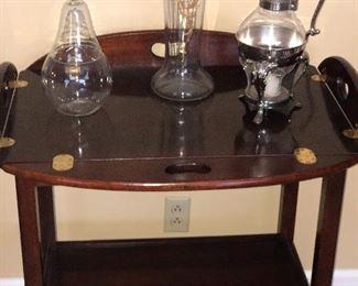 Thomasville cherry tea table, antique Victorian vase