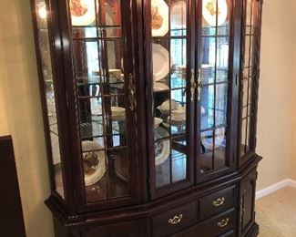 Thomasville lighted glass 4 door china cabinet/breakfront or a large curio, with mirrored back,  pacific cloth drawer insert for flatware, no scratches or ware.
