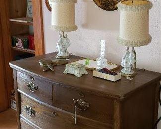 dresser, lamps, mirror, accessories