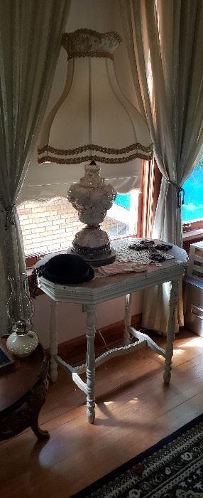 vintage ladies accessories, Capodimonte lamp (2), table