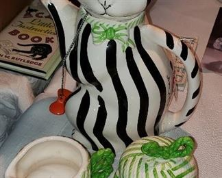 Gloria Vanderbilt cat tea set