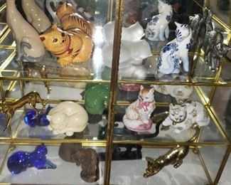 Franklin Mint cat collection in glass case