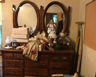 dresser and mirrors to 4 piece bedroom set