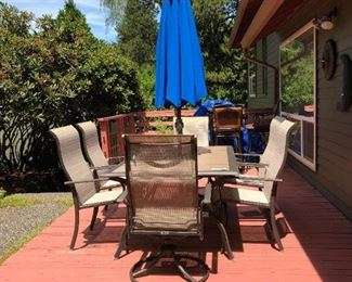 Back Yard:  Nice Patio Table-Chairs-Umbrella