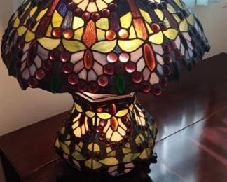 Lots of heavy Tiffany style lamps