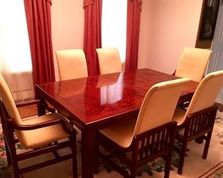 Beautiful Dinning Room Table with 5 chairs. Like new !