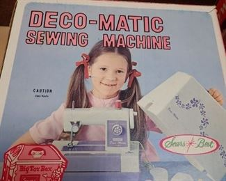 LOTS OF VINTAGE GAMES - DECO - MATIC SEWING MACHINE
