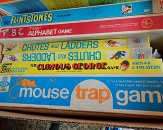 VINTAGE GAMES & TOYS  --  FLINTSTONES - A B C ALPHABET GAME - CHUTES AND LADDERS - MOUSE TRAP GAME