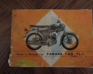 1966 YAMAHA 100 YL-1    HAS PARALLEL TWIN CYLINDERS AND DUAL CARBURETORS, DATED 1966/ OWNER BOUGHT IN 1970 AND HAS OWNED SINCE /  CLEAN TITLE RUNS HAVE KEY