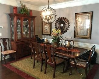 Gorgeous Duncan Phyfe dining room table with 8 Queen Anne chairs and China cabinet