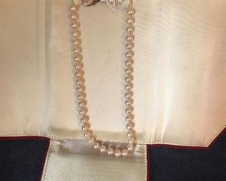 Cultured pearl necklace with 14kt. clasp
