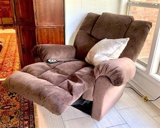 Hand control recliner in good condition