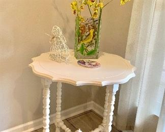 Shabby chic Antique round table
