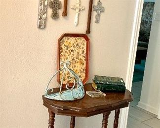 Cross collection Cute antique table