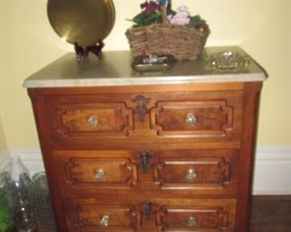 ANTIQUE 3 DRAWER CHEST