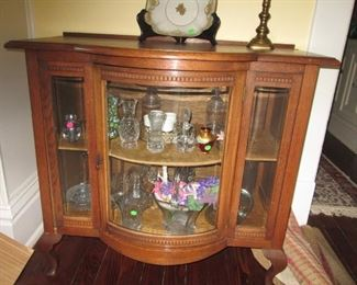 CURVED FRONT CURIO