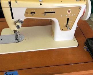 PPT001 Vintage Singer Sewing Machine & Table