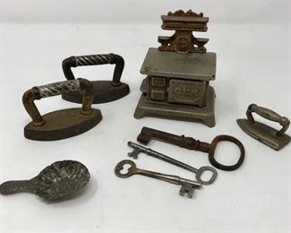 Antique Toy Kitchenware           https://ctbids.com/#!/description/share/178816