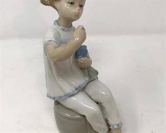 Vintage Lladro 1083 Girl with Doll Lipstick Porcelain Statue          https://ctbids.com/#!/description/share/178895