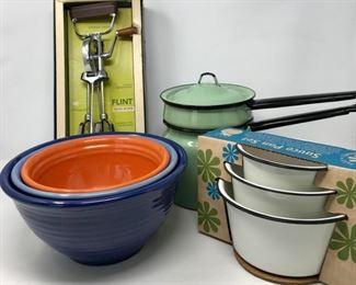 Vintage Kitchen Classics     https://ctbids.com/#!/description/share/178962