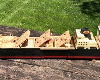 Vintage Texaco Phantom Raider Ship Toy          https://ctbids.com/#!/description/share/178965
