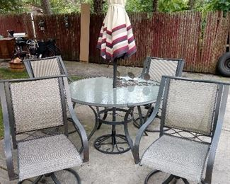 JUST IN TIME FOR SUMMER....PATIO TABLE W/ 4 CHAIRS / GLASS TOP TABLE