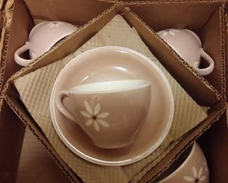 N.O.S....NEW OLD STOCK...HARKERWARE  PINK DAISY DISH SET ....SERVICE FOR 4......NEVER OUT OF BOX!!!!