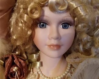 CLOSE-UP.....HEIRLOOM DOLL
