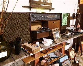 """1964 GE wall mount stereo.... """"wireless"""" speakers!  Sold for $270 in 1965!  Great sound!@"""