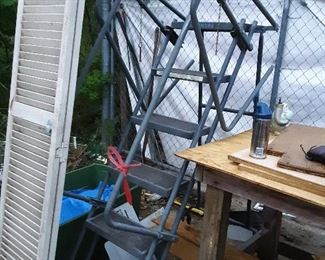Ballymore ladder.... safety cage swings up in place.... super!