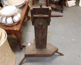 Spinning wheel clicker from 1700s