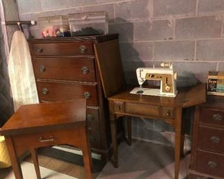 """I saw that sewing machine at the flea market, too, for like a million euros, and my daughter really got sick of me constantly saying, """"We sell that for next-to-nothing at our estate sales!"""""""
