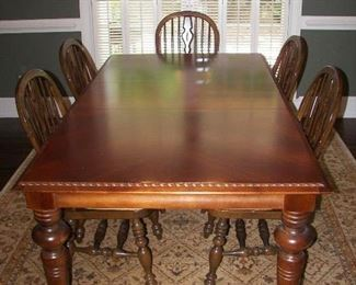 dining set: table with 2 leaves and 5 chairs